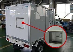 右サイド 冷蔵保管庫、手洗い装置
